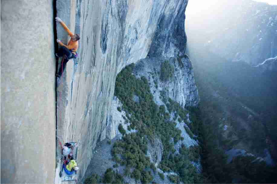 Tommy caldwell climbing with single rope on dawn wall el capitan yosemite